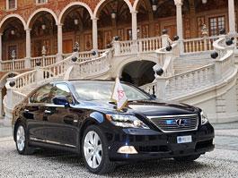 Lexus LS 600h L poveze na svatbu monackého knížete: titulní fotka