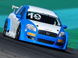 Felipe Massa za volantem Fiatu Linea: titulní fotka
