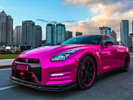 Nissan GT-R a Maserati Quattroporte: Růžové orgie z Číny: titulní fotka
