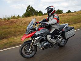 Motocyklem roku 2013 je (opět) BMW R 1200 GS: titulní fotka