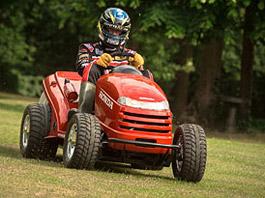 Honda Mean Mower: Nejrychlejší sekačka světa jede přes 210 km/h: titulní fotka
