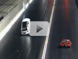 Video: Dragster Lexus IS F přeletí ochrannou stěnu a havaruje: titulní fotka