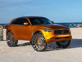 Infiniti FX: Zlatá metalíza a opravdu pořádná kola: titulní fotka