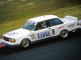 Pod lupou: Volvo 240 Turbo na závodní dráze: titulní fotka