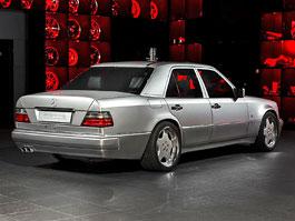 Mercedes-Benz E 60 AMG: Vzácná čtyřka s interiérem od Overdrive: titulní fotka