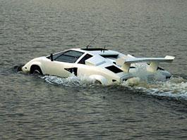 Podívejte, támhle plave Lamborghini Countach: titulní fotka