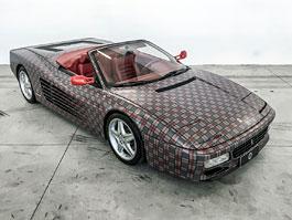 Ferrari 512 TR Spider a slušivý kostkovaný kabátek: titulní fotka
