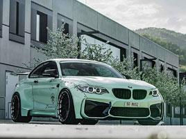 BMW M2 po skutečně masivním rozšíření v bocích: titulní fotka