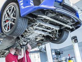 Jak se opravuje supersport Lexus LFA? Tuhle práci chcete!: titulní fotka