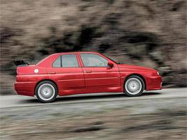 Znáte Alfu Romeo 155 GTA Stradale? Teď je jedna na prodej, za pořádný balík: titulní fotka