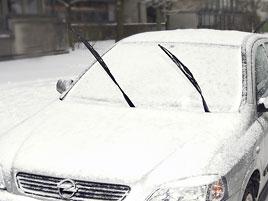 Řidiči ze Znojemska se nechtělo škrábat námrazu, tak jel s hlavou z okna. A samozřejmě boural: titulní fotka