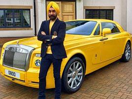 Indický miliardář si koupil najednou šest vozů Rolls-Royce. Jejich barvu vybíral tak, aby ladila s jeho turbanem: titulní fotka