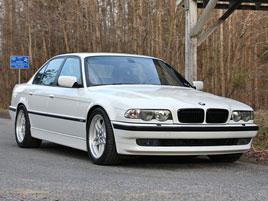 Toužíte po BMW M7? Jeden nadšenec si ho postavil. A teď také prodává: titulní fotka