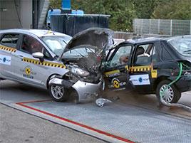 Euro NCAP ukazuje, jak se za 20 let zvýšila bezpečnost. Ve Fiestě z roku 1998 byste nechtěli bourat: titulní fotka
