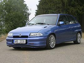 Řídili jsme Opel Astra GSi, pozapomenutý hot hatch z 90. let. Jeho kouzlu se podlehne snadno: titulní fotka