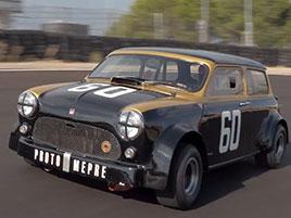 Tohle Mini je asi nejdivočejší auto na desetipalcových kolech: titulní fotka
