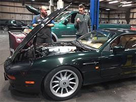 Jak hloupý nápad je koupit levný Aston Martin? Jeden chlapík to zkusil: titulní fotka