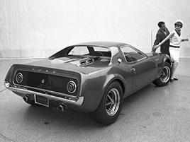 Ford si hrál s myšlenkou na Mustang s motorem uprostřed. V 60. letech vznikly dva exempláře: titulní fotka