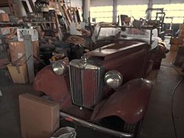 V opuštěném autosalonu se našla úžasná sbírka vozů. Zahrnuje i dvanáctiválcové Lamborghini: titulní fotka