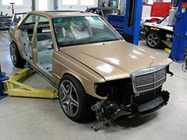 Úpravce napasoval karoserii Mercedesu 190E 2.5-16 Evo II na moderní C63 AMG. Jak se vám výsledek líbí?: titulní fotka