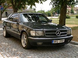 Řídili jsme Mercedes-Benz 560 SEC. Osmiválcové kupé strčí do kapsy spoustu moderních aut: titulní fotka