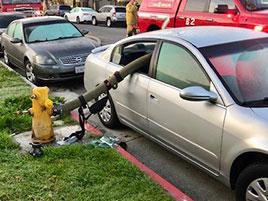 Takhle může dopadnout auto, které parkuje u hydrantu: titulní fotka