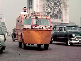 Slyšeli jste o Benu Carlinovi? Je to jediný člověk, který zvládl cestu kolem světa v obojživelném autě: titulní fotka