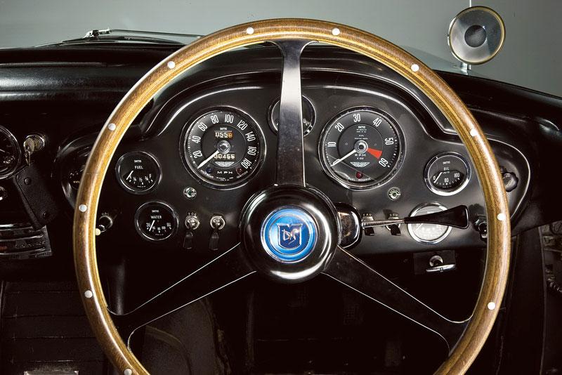 Aston Martin DB5 po Jamesi Bondovi míří do aukce: - fotka 2