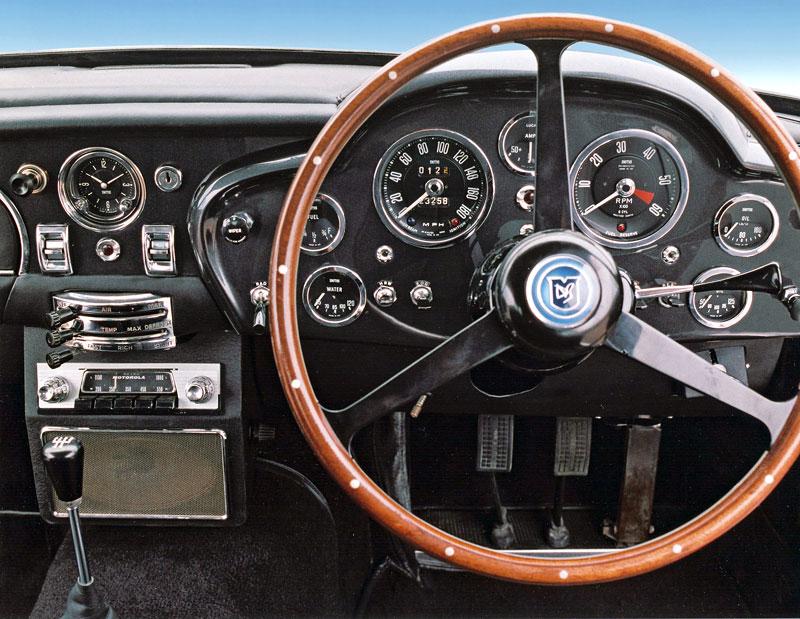 Aston Martin DB5 po Jamesi Bondovi prodán: - fotka 3