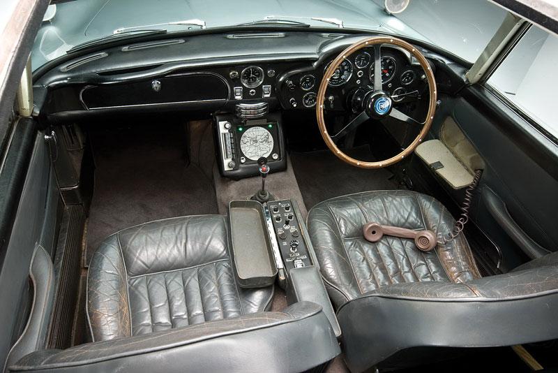 Aston Martin DB5 po Jamesi Bondovi míří do aukce: - fotka 5
