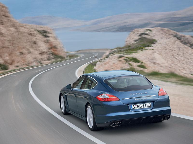 Panamera je zřejmě novým nejrychlejším sedanem Nordschleife: - fotka 48