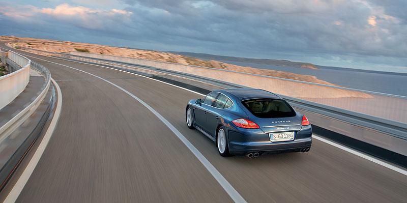 Panamera je zřejmě novým nejrychlejším sedanem Nordschleife: - fotka 51