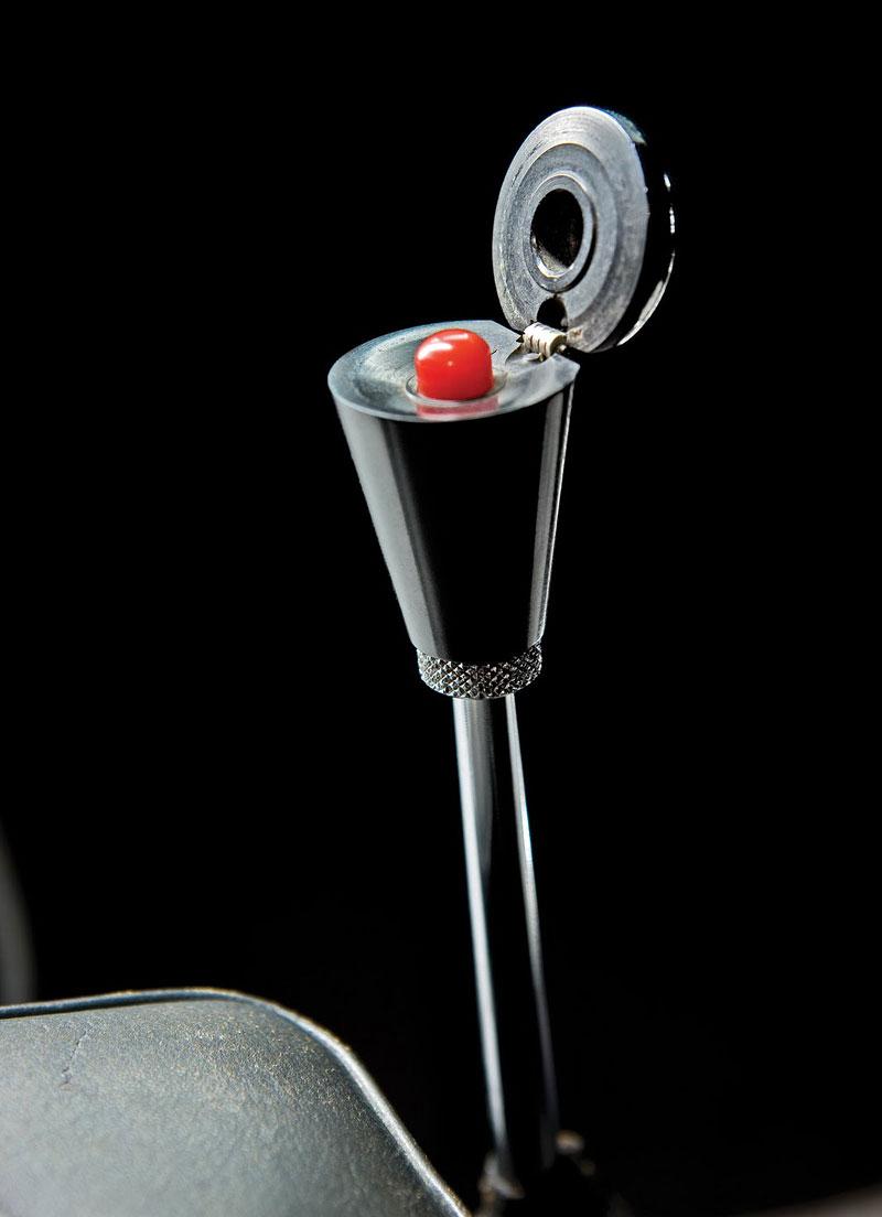 Aston Martin DB5 po Jamesi Bondovi míří do aukce: - fotka 6