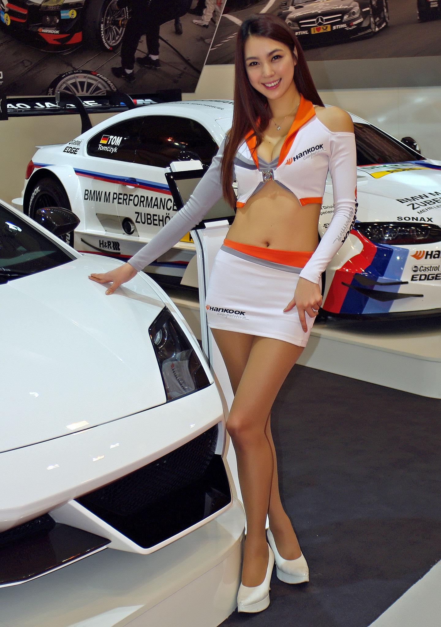 Zakáže Šanghaj autosalonové sexy modelky?: - fotka 2