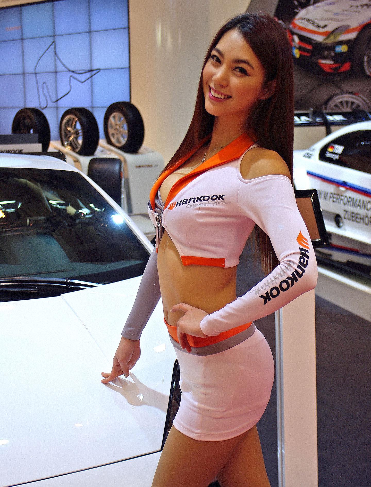 Zakáže Šanghaj autosalonové sexy modelky?: - fotka 4