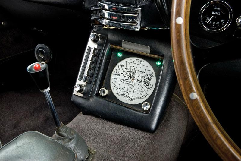 Aston Martin DB5 po Jamesi Bondovi prodán: - fotka 7