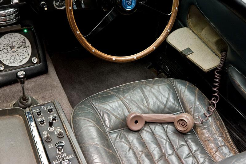Aston Martin DB5 po Jamesi Bondovi míří do aukce: - fotka 8