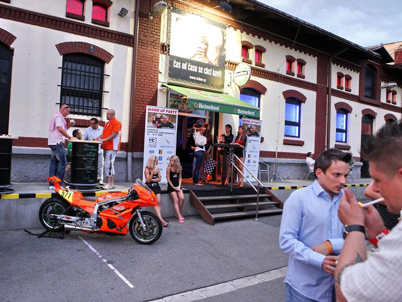 Grand Prix MOTO GP: warm up party jak má být (fotogalerie): - fotka 1