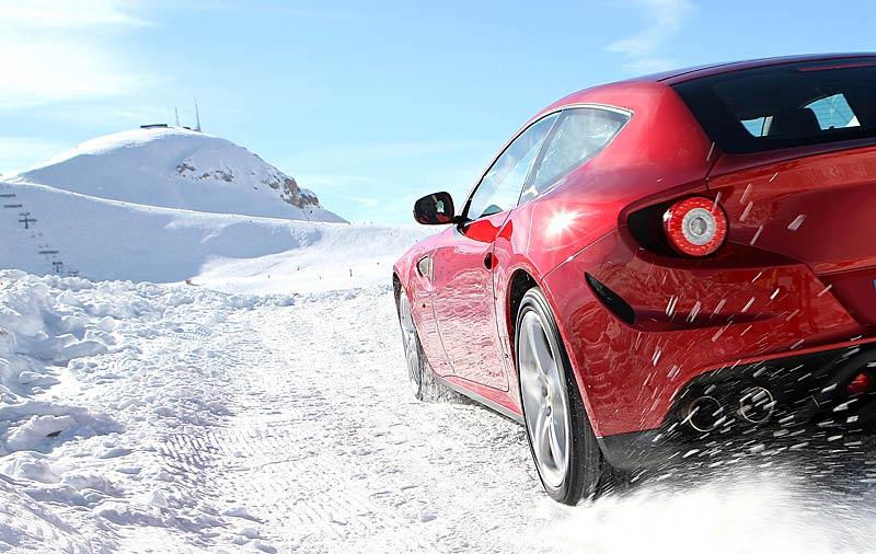 Ferrari FF v akci: nové fotografie italského granturisma: - fotka 1
