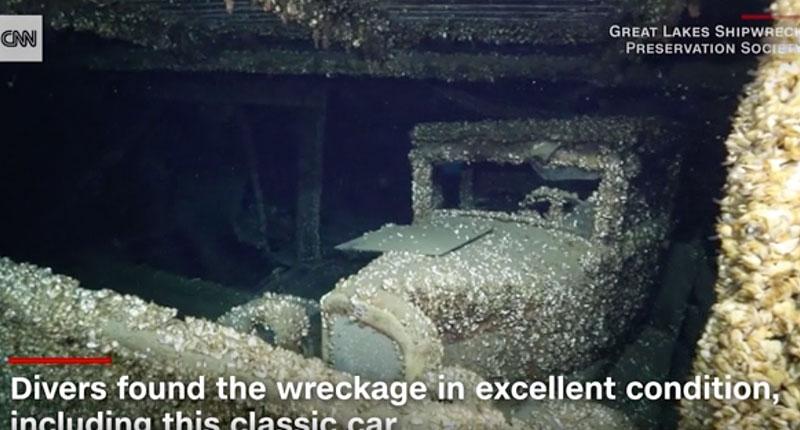 Takhle vypadá auto, které leželo 90 let na dně jezera. Objevili ho potápěči: - fotka 1