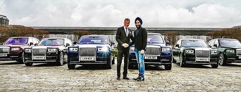 Indický miliardář si koupil najednou šest vozů Rolls-Royce. Jejich barvu vybíral tak, aby ladila s jeho turbanem: - fotka 1