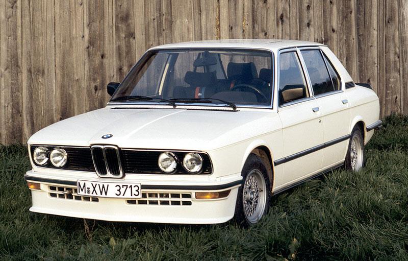 Pod lupou: BMW M5 - Bavorský dálniční expres: - fotka 2