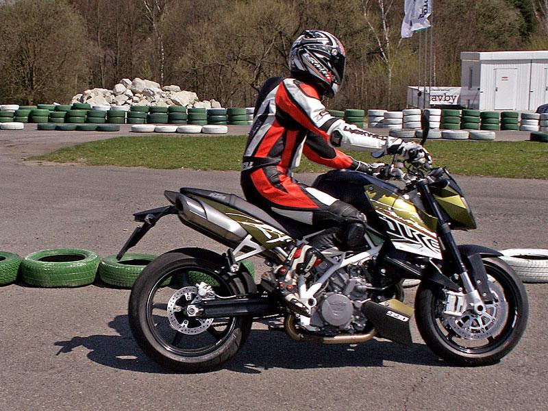KTM Festival 2010 - oranžový den pod Bezdězem: - fotka 2