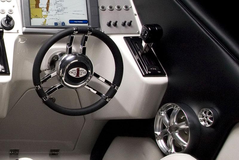 Mercedes-Benz SLS AMG inspirací pro motorový člun Cigarette Racing: - fotka 1