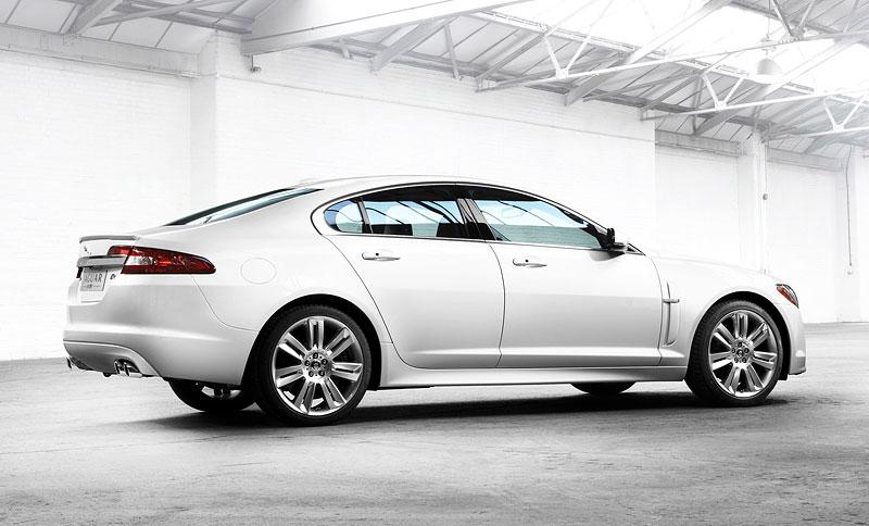 Pod lupou: Jaguar R aneb 25 let rychlých koček: - fotka 2