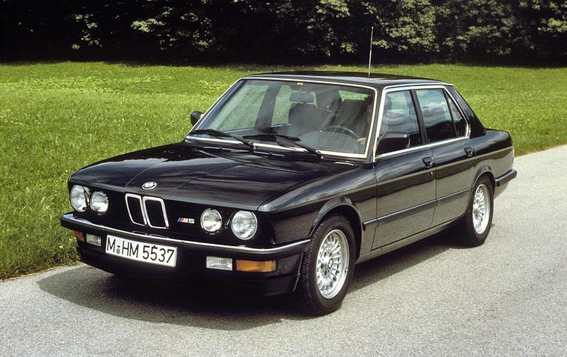 Pod lupou: BMW M5 - Bavorský dálniční expres: - fotka 13