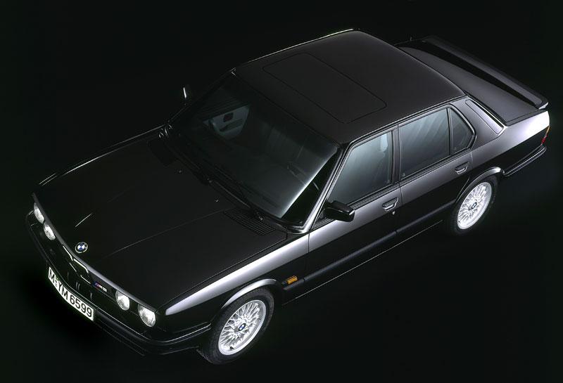 Pod lupou: BMW M5 - Bavorský dálniční expres: - fotka 15