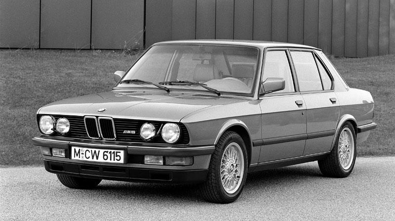 Pod lupou: BMW M5 - Bavorský dálniční expres: - fotka 17