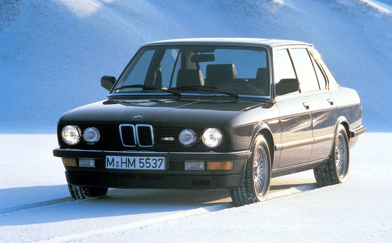 Pod lupou: BMW M5 - Bavorský dálniční expres: - fotka 19