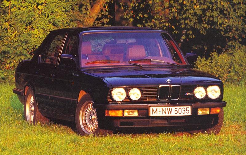 Pod lupou: BMW M5 - Bavorský dálniční expres: - fotka 20